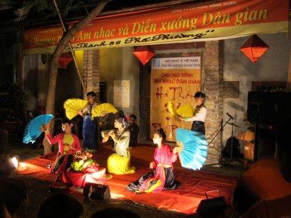 VIETNAM-Hanoi espectaculo en la calle