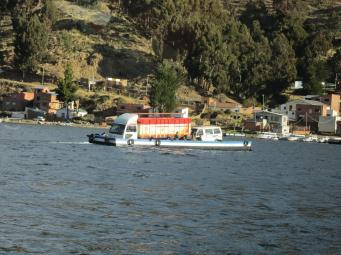 BOLIVIA Coches cruzando el estrecho - Qué hacer en BOLIVIA⛲