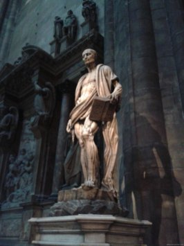 MILAN Estatua San Bartolome