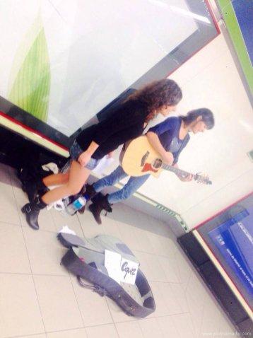 Mónica Y Laura Equiz Metro de Madrid Equiz