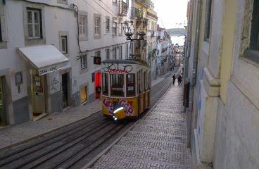 Turist pe drumuri pavate, in Lisabona