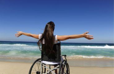 Cum se poate proteja de escare, in calatorii, o persoana imobilizata in scaunul cu rotile