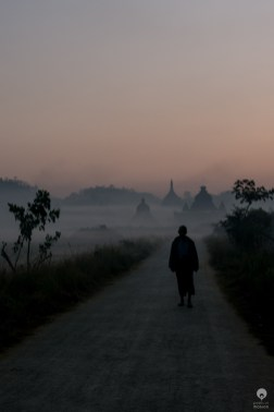 Dawn of the monk - Mrauk U