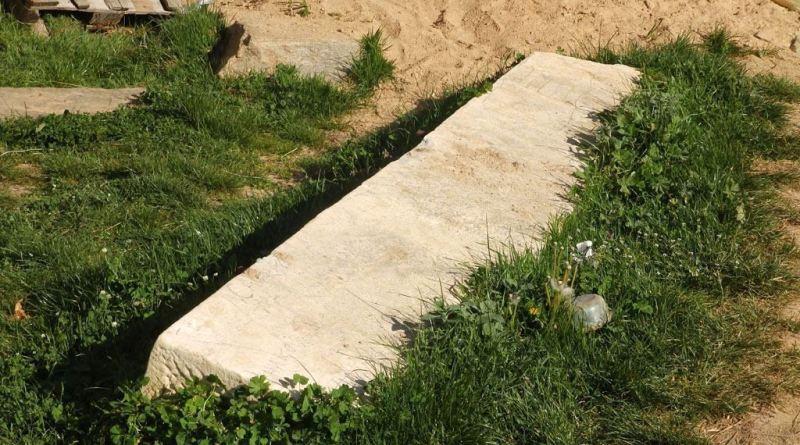 Долга греда од мермер