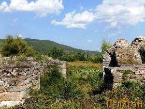 Цврстите ѕидови од портата