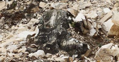 Култната карпа во опсаност