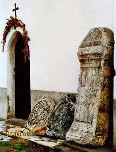 Три споменици од античкиот период пред манастирската црква