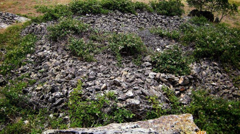 Голем куп камења на Еленик