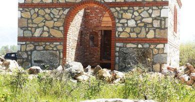 Новата градба со гроб од старите гробишта