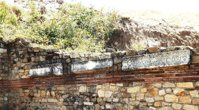 Дел од постаментите со натписи во храмот на Тихе