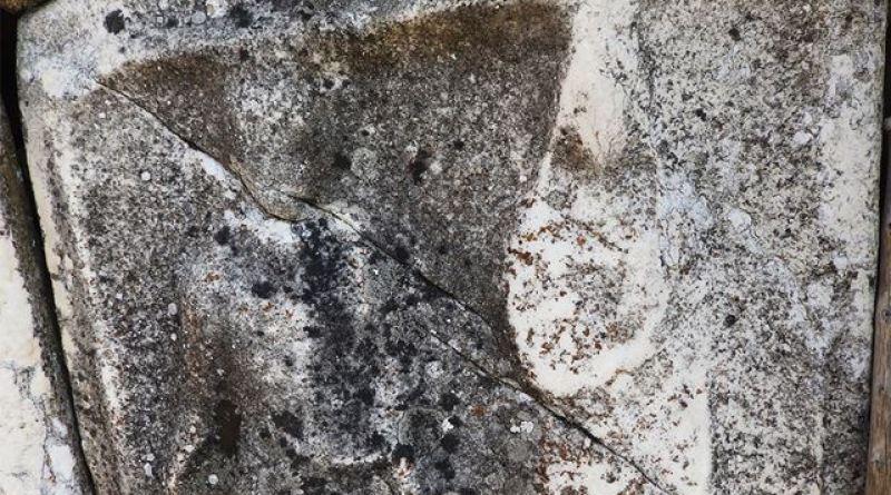Фрагмент од надгробен споменик со релјеф
