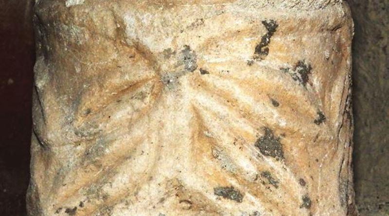 Мал капител со ранохристијанска симболика