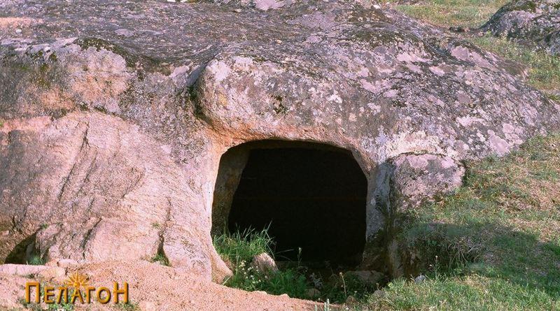 """Гробница во близина на """"Грамаѓе"""""""
