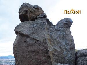 Карпа со зооморфна форма на врвот