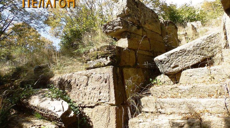 """Влезот со скалите во """"кралската палата"""" 2"""