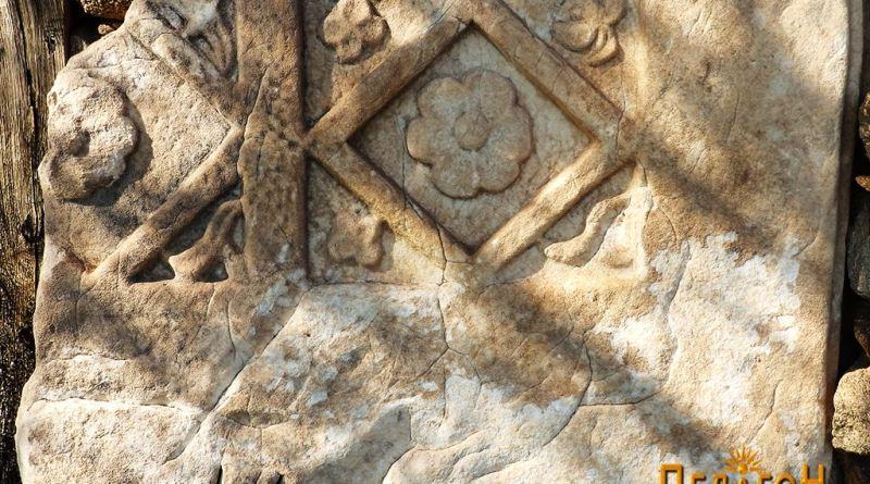 5. Мермерна плоча украсена со рајски симболи