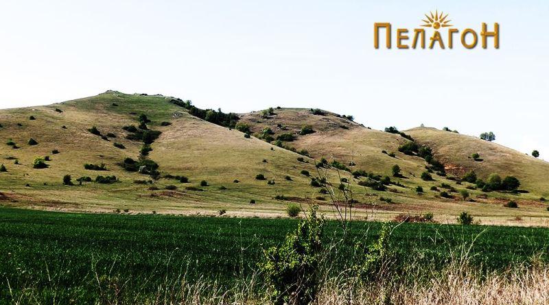 Трите врвови на локалитетот Барутница