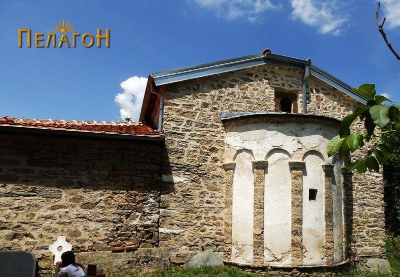 Црквата од западната страна