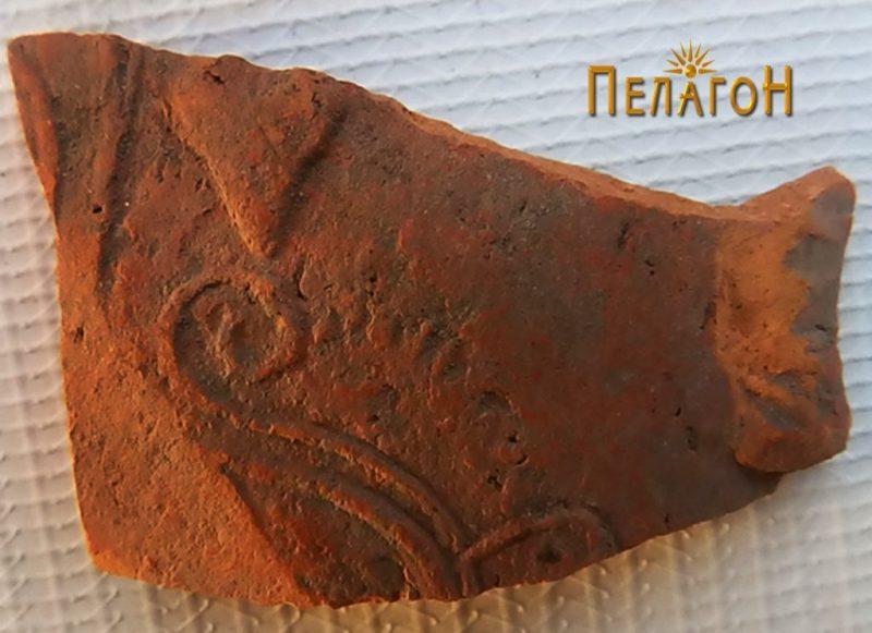 Фрагмент од керамички сад со релјефно украсување 2