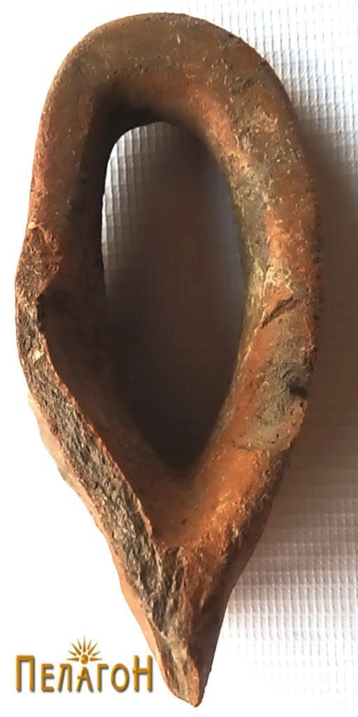 Фрагмент од керамички сад - рачка 2