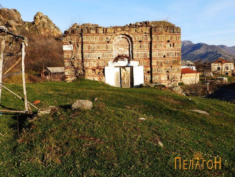 "Остатоци од могилата пред црквата ""Св. Атанас"", денес 2"