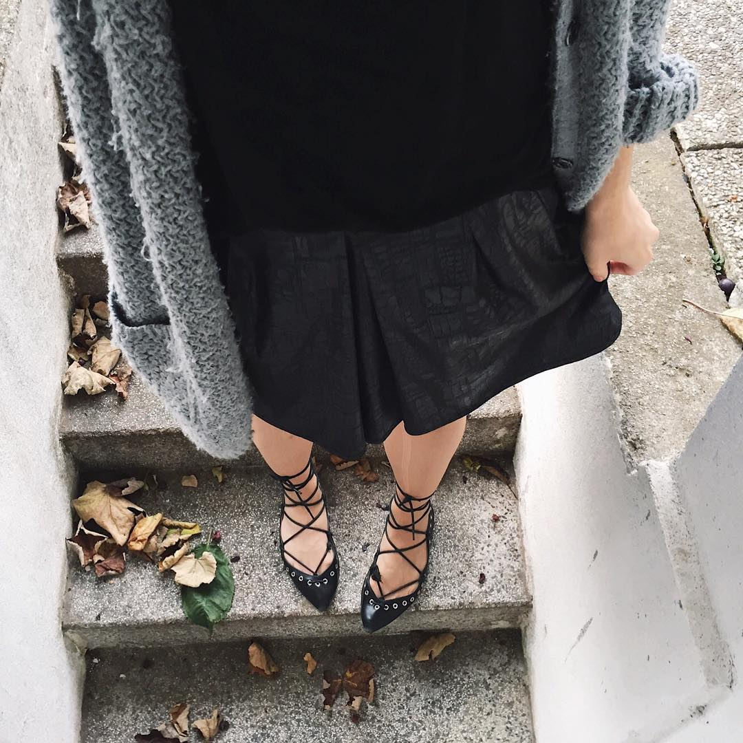 mornings in black     pelamarela blogger ootdhellip