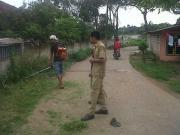 Pencegahan Terhadap Nyamuk Demam Berdarah, Kepala Desa Cirarab Lakukan Fogging