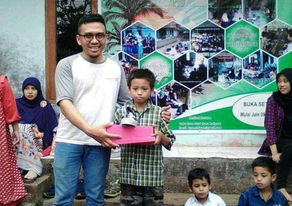 Pegiat Literasi Usung Gerakan 1000 Pasang Sepatu Baru untuk Siswa Pegiat Literasi Usung Gerakan 1000 Pasang Sepatu Baru untuk Siswa