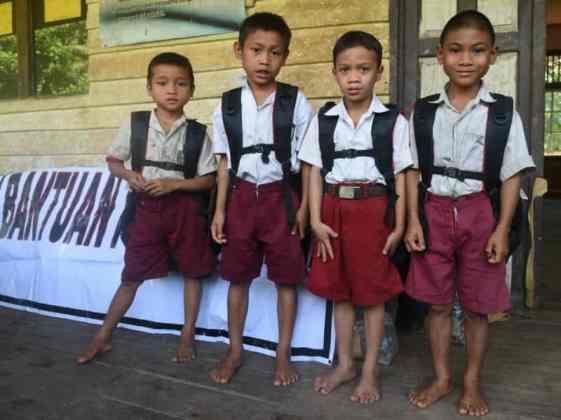 Bantuan Perlengkapan Sekolah dari Presiden Jokowi Sampai ke Anak-Anak Bengkayang