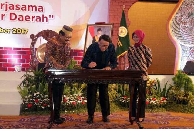 Gubernur Banten dan Provinsi Jatim Teken MOU Kerja Sama Pembangunan Ekonomi