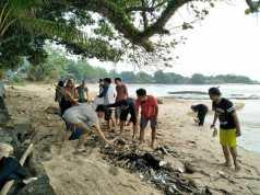 Gerakan Peduli Lingkungan di Pesisir Pantai Sambolo