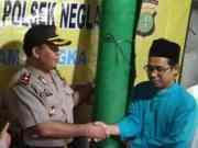Kapolsek Neglasari Sumbang Karpet untuk Majelis Taklim Riyadlul Badi'ah