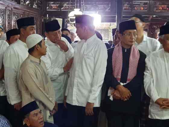Wahidin Halim Takziyah ke Rumah Duka Ani Yudhoyono di Cikeas