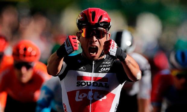 Caleb Ewan chuta a macumba de lado e vence no Tour de France!