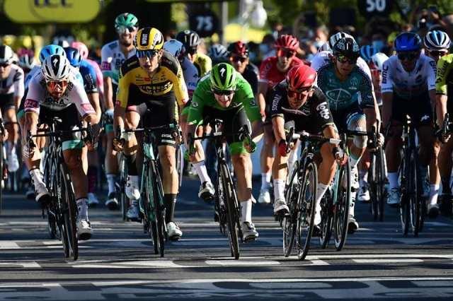 Caleb Ewan vence em Poitiers no Tour de France