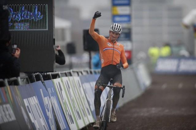 Mathieu Van der Poel é Tetracampeão Mundial de Cyclocross!