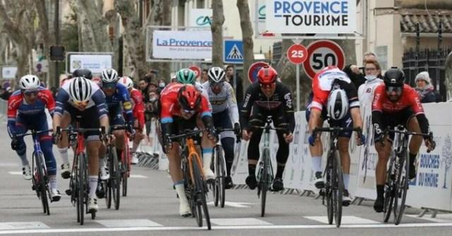 Chegada em sprint com a vitória de Phil Bauhaus no Tour de la Provance | Foto Cyril Hiély