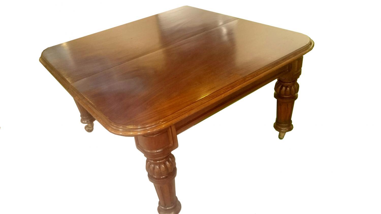 Antigua mesa de comedor grande de caoba in Mesas de