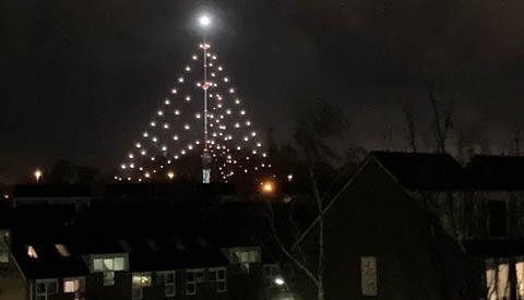 Grootste kerstboom straalt weer over Nieuwegein