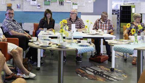 PLUS-café: Kijken naar kunst