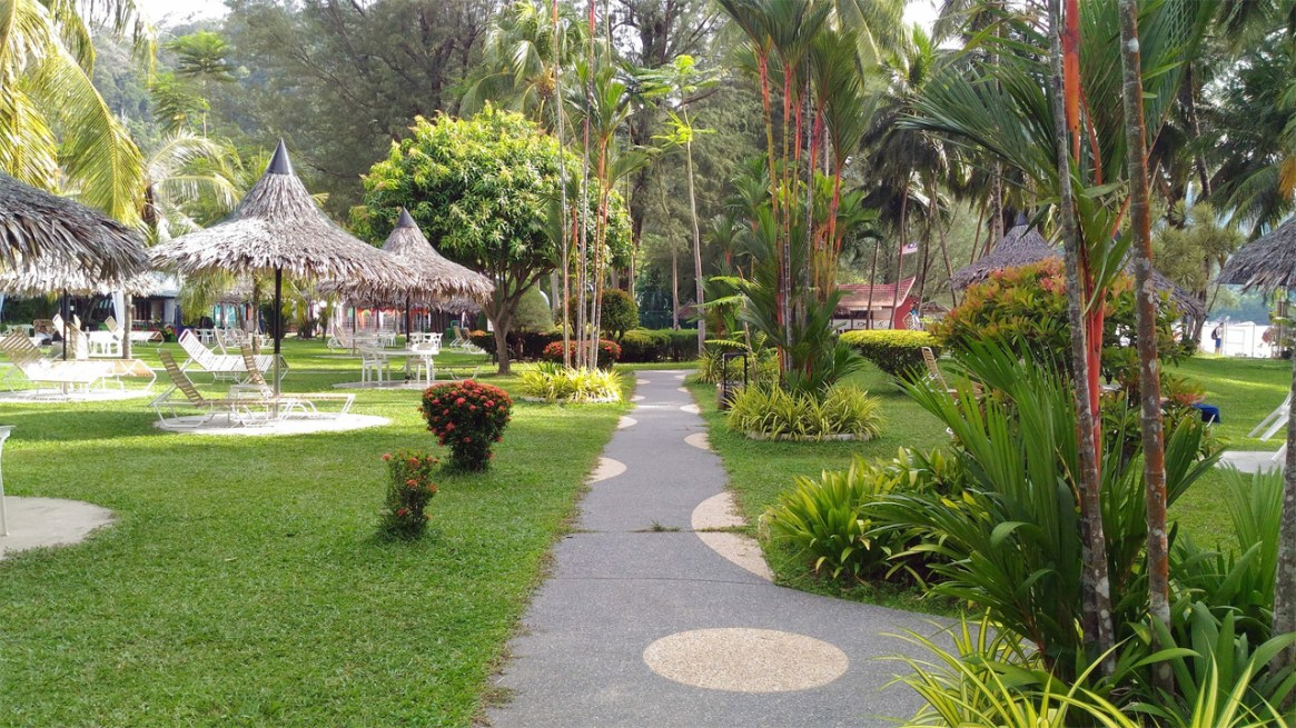 Bayview-Beach-Resort-Penang-Walking-Path