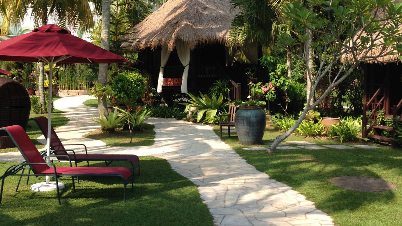 Parkroyal-Penang-Resort-Lounger-and-Path