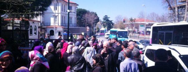 Çınardere Sakinleri Tapu İsteğiyle Cumhurbaşkanı Recep Tayyip Erdoğan'ın Kısıklı'daki Konutunun Önünde Toplandı