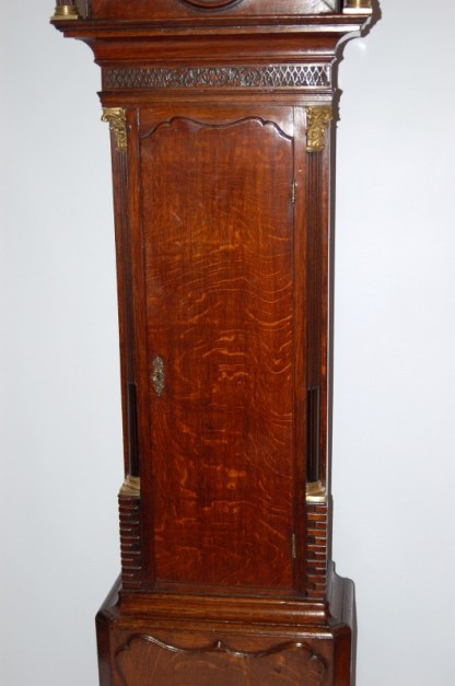 Lomg trunk door with reeded sides