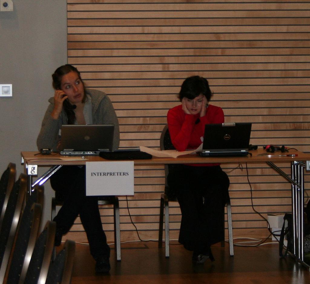 Perbedaan Menyolok Antara Jasa Penerjemah dan Interpreter