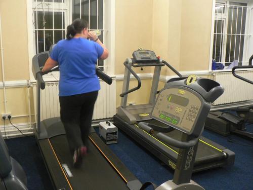 Running machine - blue top