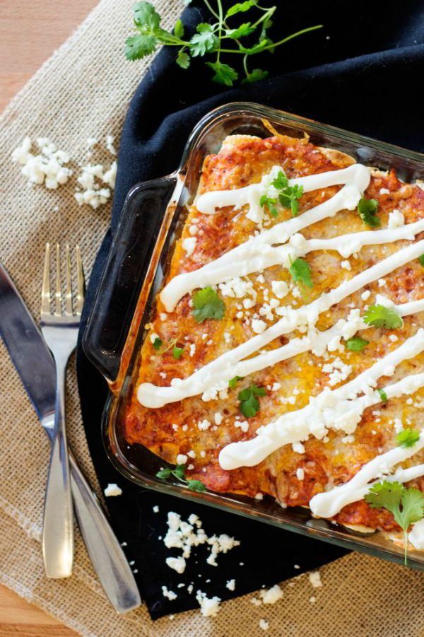 Chicken Enchiladas - penniesintopearls.com - Get your shine on link party featured post. Cheesy and delicious chicken enchiladas