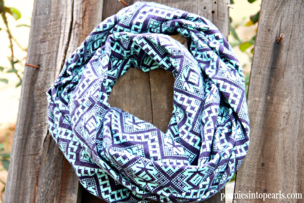 DIY Infinity Scarf VIDEO Tutorial - penniesintopearls.com - Make your own $2 DIY Infinity Scarf in less than 10 minutes with this easy VIDEO tutorial and step by step instructions.