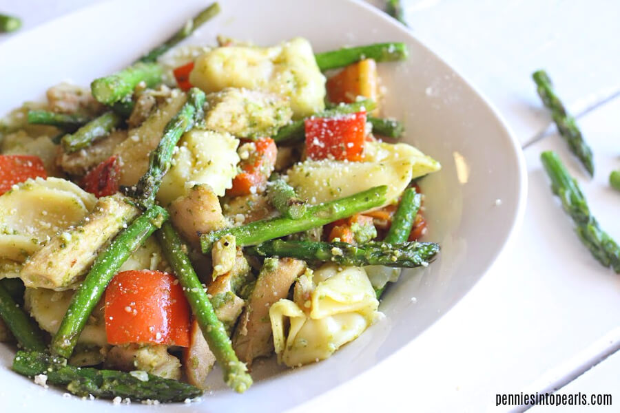 Tonight its a 5 ingredient dinner that will be on the table in under 20 minutes! You can count this as a healthy dinner idea because it is full of fresh yummy veggies! This cheap dinner idea will help you stay on budget and still keep all the flavor in the meal!