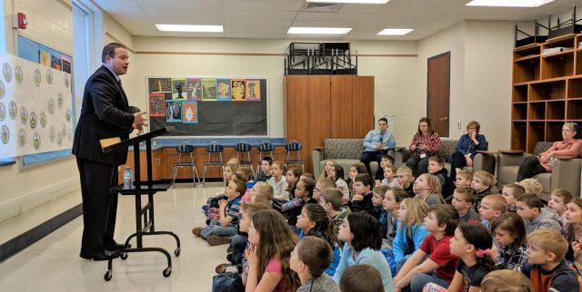 Sen. Scott Martin talks to students